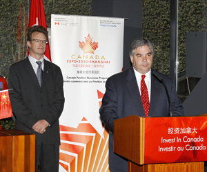 Minister Van Loan at the Canada Pavilion Business Program Signing Ceremony, Expo 2010 Shanghai.